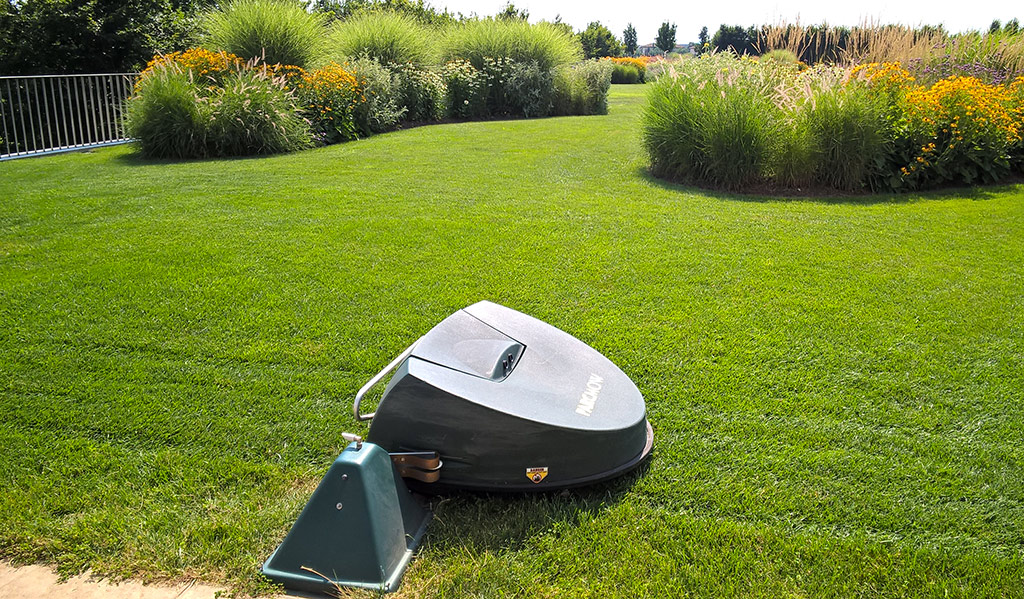 tuin en park robotmaaiers mooren machines. Black Bedroom Furniture Sets. Home Design Ideas